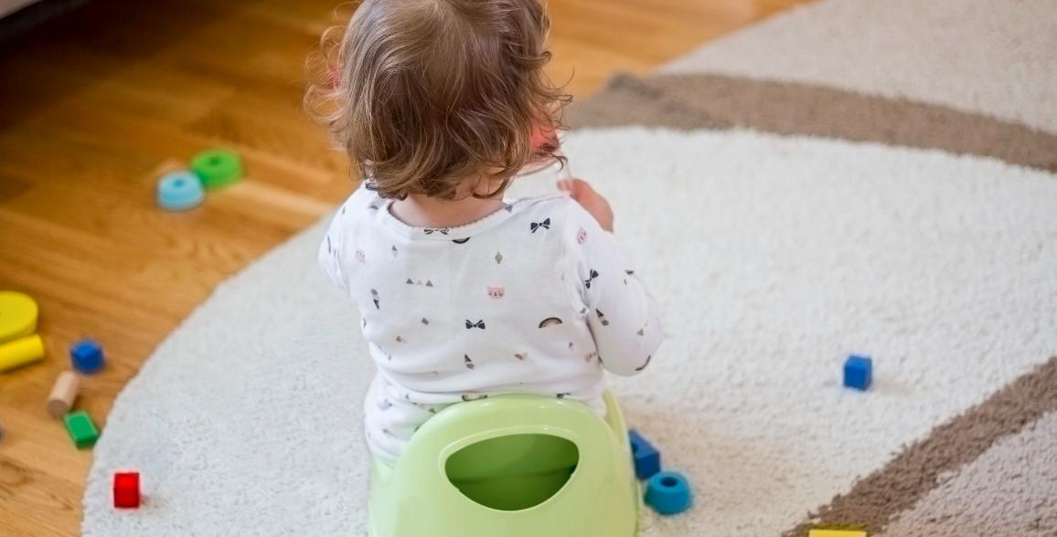 علاج الإمساك عند الأطفال في المنزل