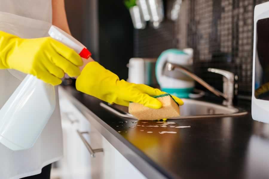 تنظيف المطبخ وترتيبه